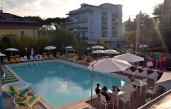hotel riccione piscina grande