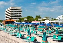 hotel spiaggia privata cattolica