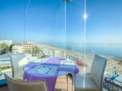 Il nostro ristorante � situato al 5� piano ed offre una vista straordinaria oltre che ricette gustose!