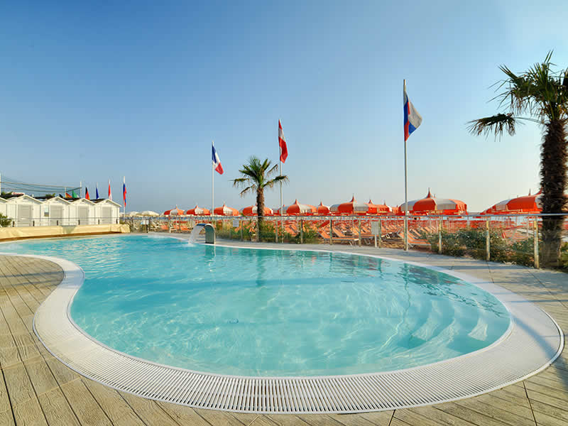 Hotel quisisana il portale delle vacanze - Residence riccione con piscina ...