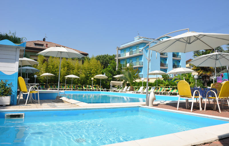 Hotel tre rose il portale delle vacanze - Residence riccione con piscina ...